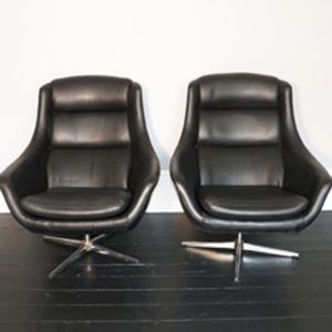black_vinyl_egg_chair_1.jpg