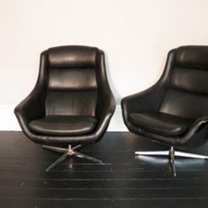 black_vinyl_egg_chair_2.jpg