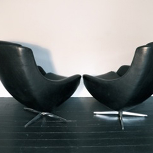black_vinyl_egg_chair_3.jpg